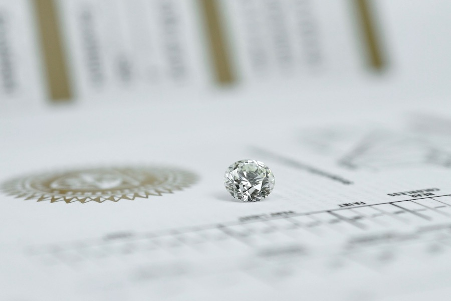 round diamond on top of gia certificate